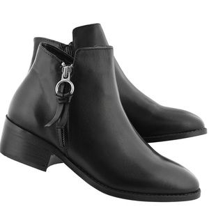 Steve Madden Dacey Black Leather Ankle Boots